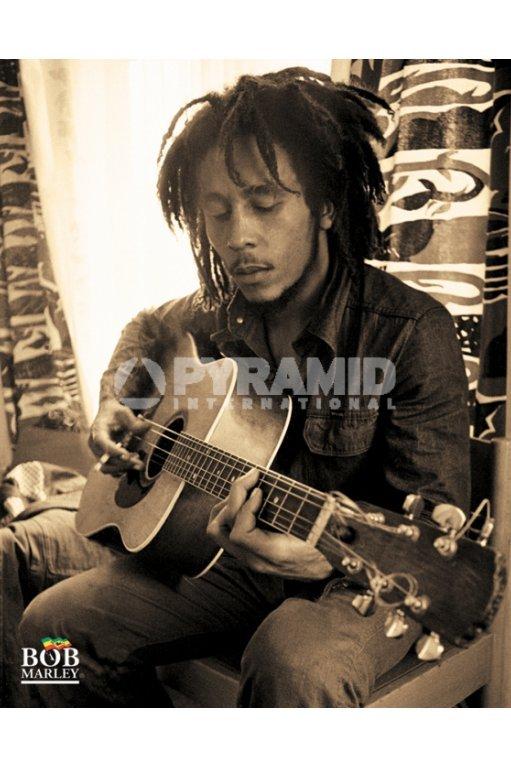plagát Bob Marley (Sitting) - MPP50272 - PYRAMID POSTERS