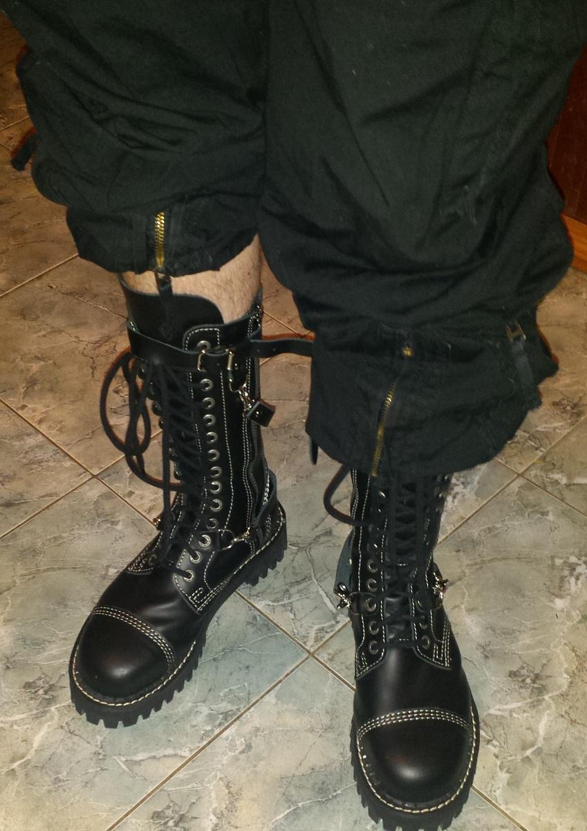 c619a48f4278 topánky KMM 14dírkové - Black - 142 PZM - metalshop.sk